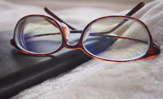 最近メガネの汚れが気になって仕方ない人の対策方法!